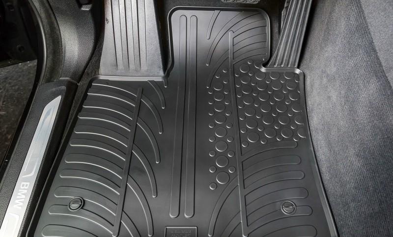 Gumi tepisi u automobilu